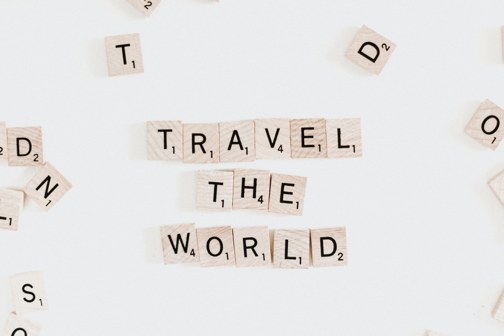 "Scrabble-Buchstaben ""travel the world"""