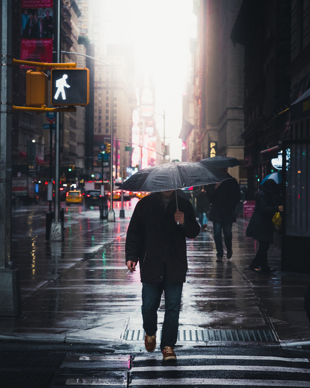 Mensch mit Regenschirm