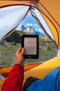 Ebookreader im Zelt