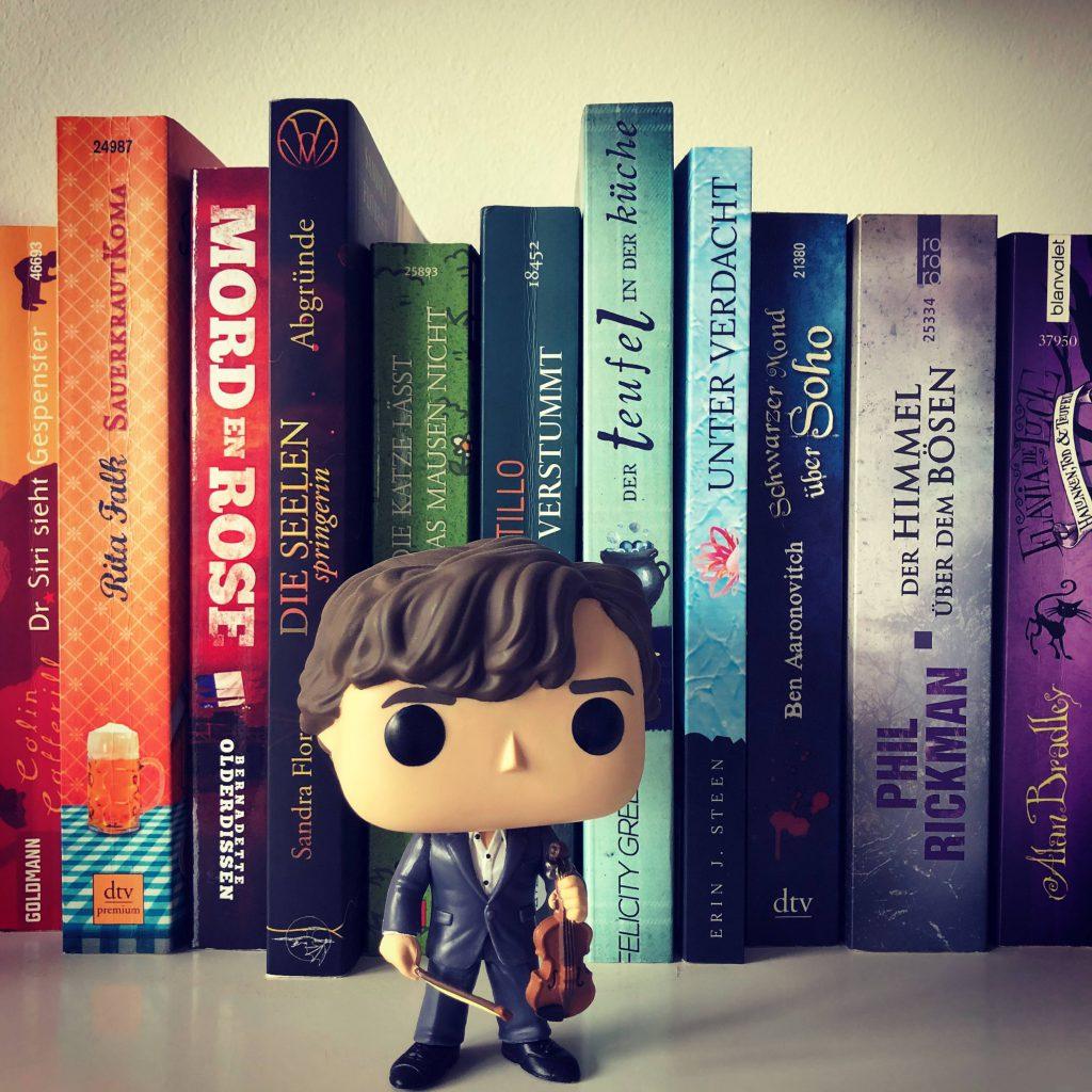 Bücherregal mit Cosy Crime