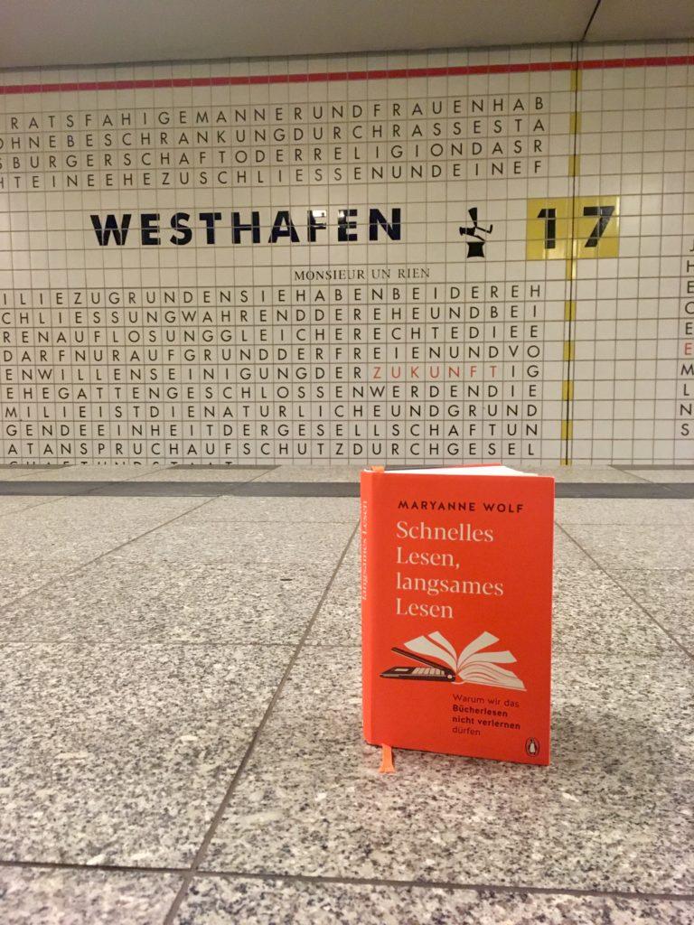 Buch im Bahnhof Westhaven